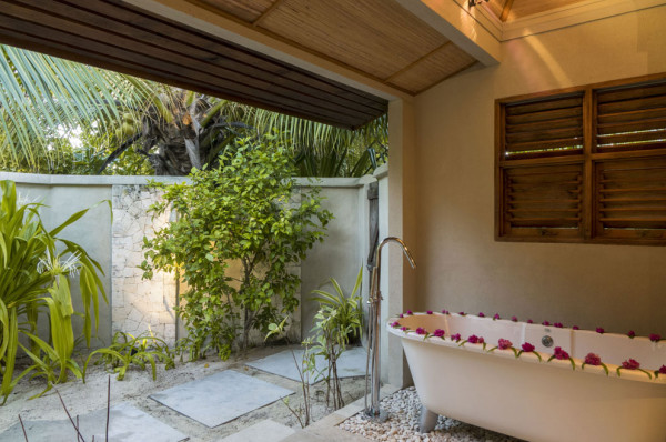 Cottage-Outdoor-Bathroom