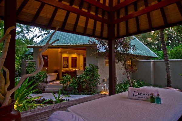 Deluxe-Beachfront-SPA-Outdoor-Dusk
