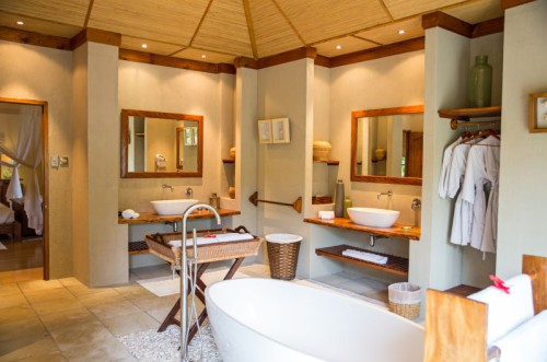 Beach Villa Bathroom 2