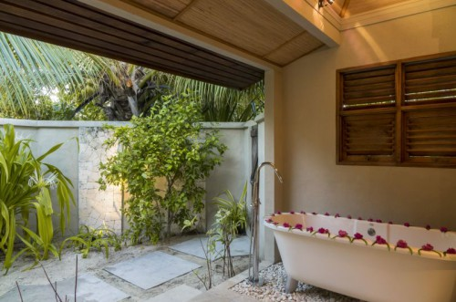Outdoor Bathroom + Tub